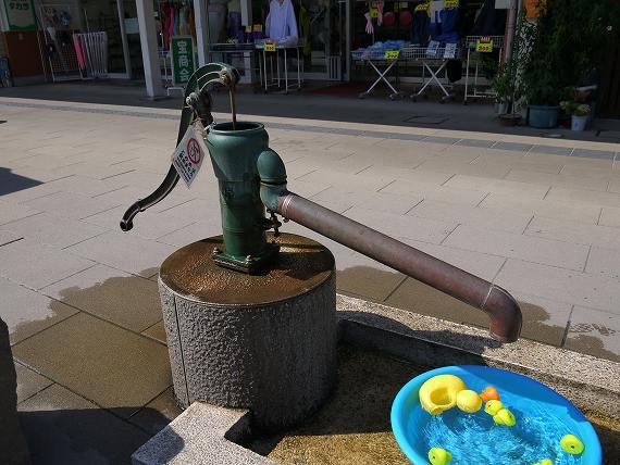 井戸水を汲む場所