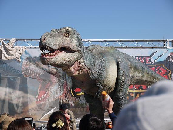 歩くティラノサウルス