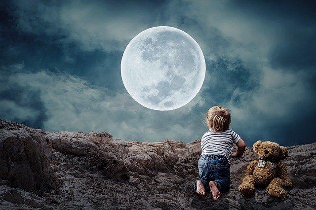 夜の風景と子供