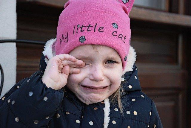 子供の泣く顔