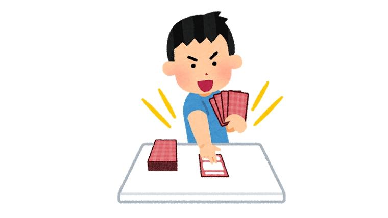 カードゲームをする男の子