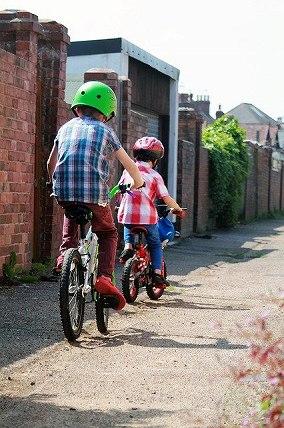普通の公園で自転車練習