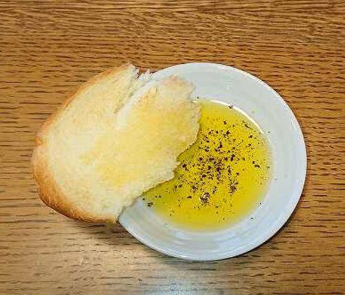 食パンとEXVオリーブオイル